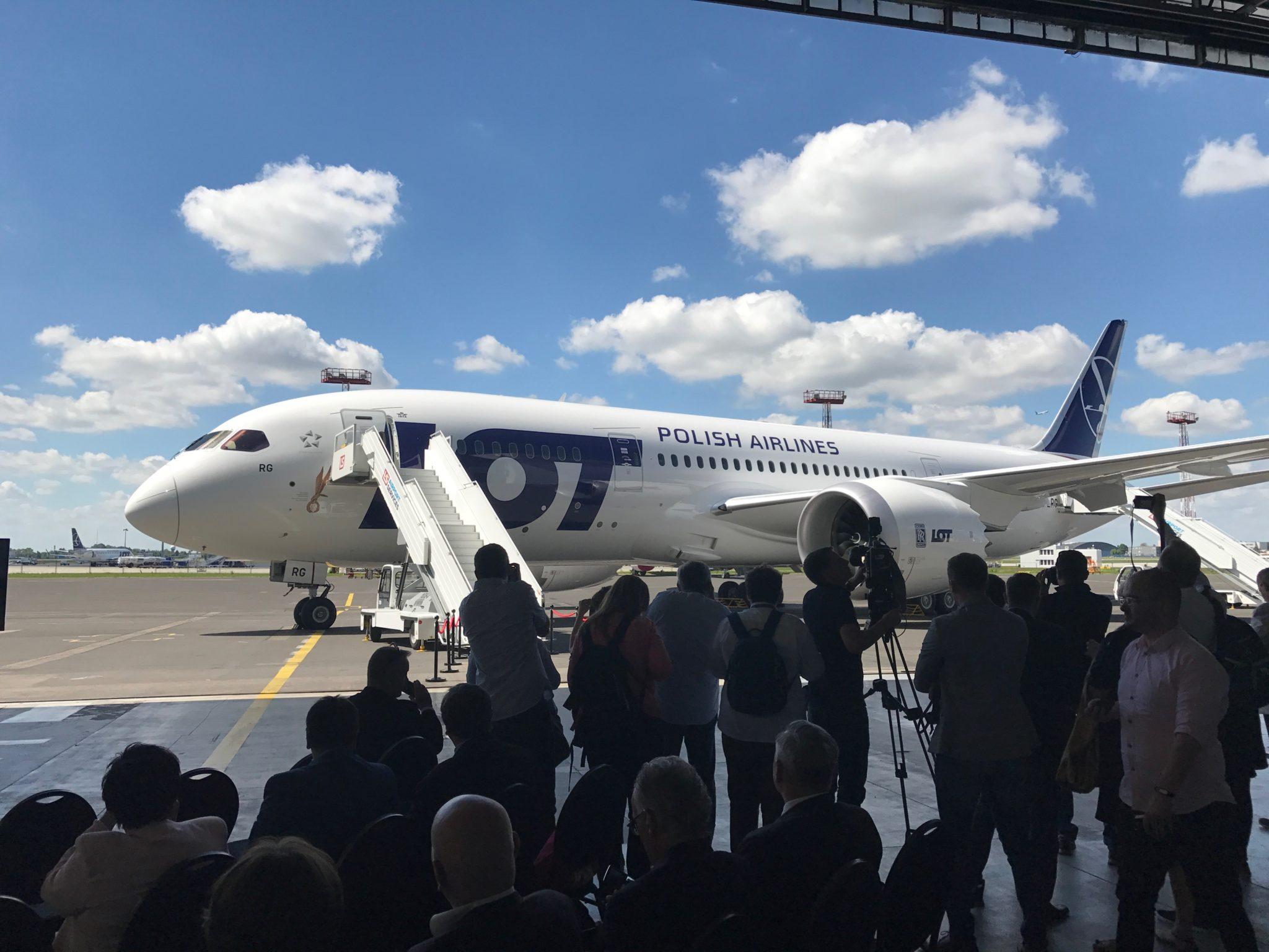 Nowy Dreamliner 787 – 8  w PLL LOT VIDEO