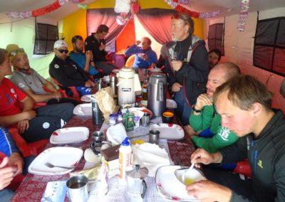 Obiad w mesie polskiej ekipy