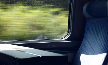 Możemy taniej podróżować koleją.