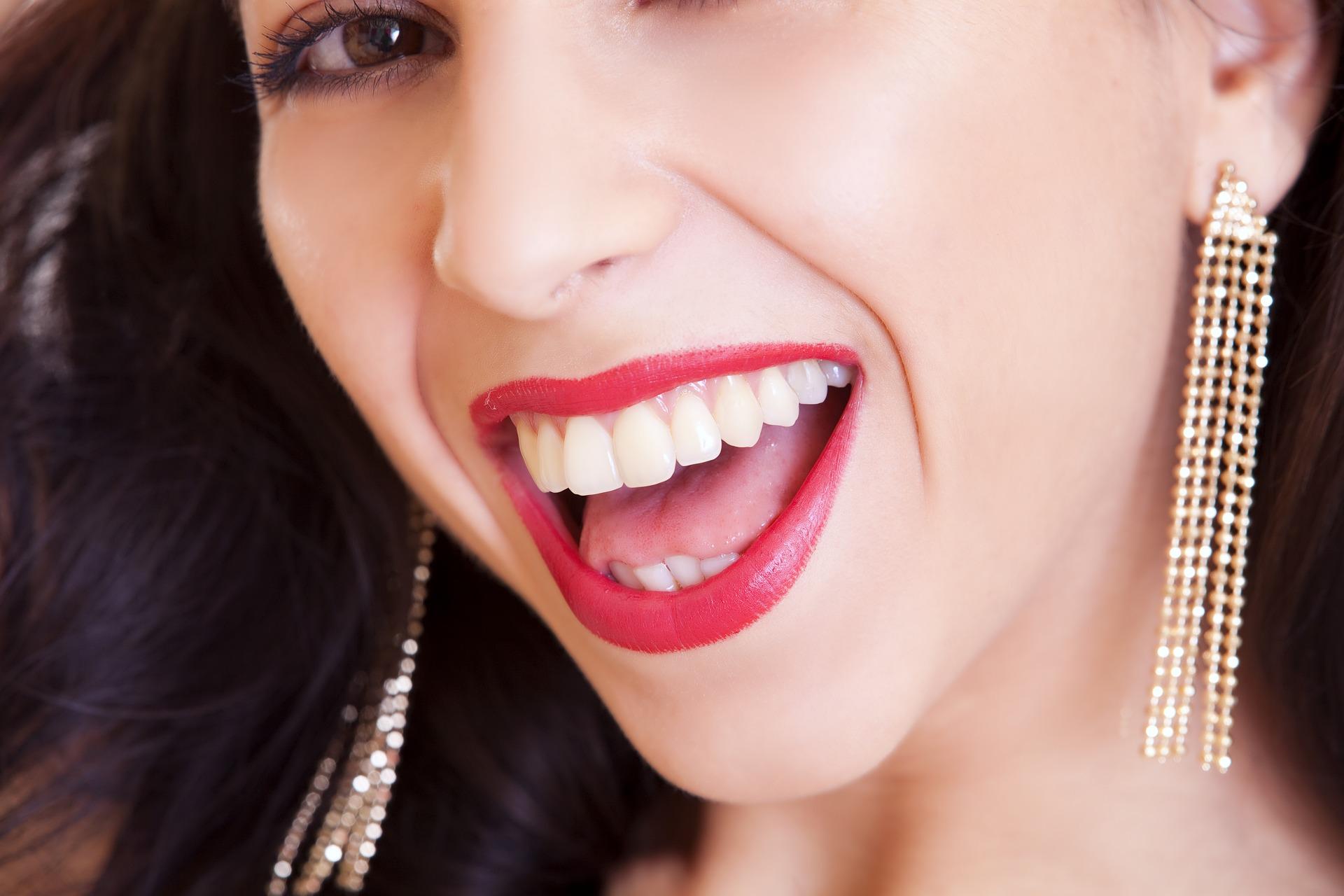 Piękny uśmiech czyli rehabilitacja stomatologiczna – Milena Budrewicz