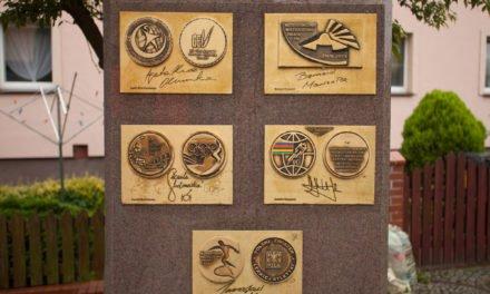 Aleja pełna medali