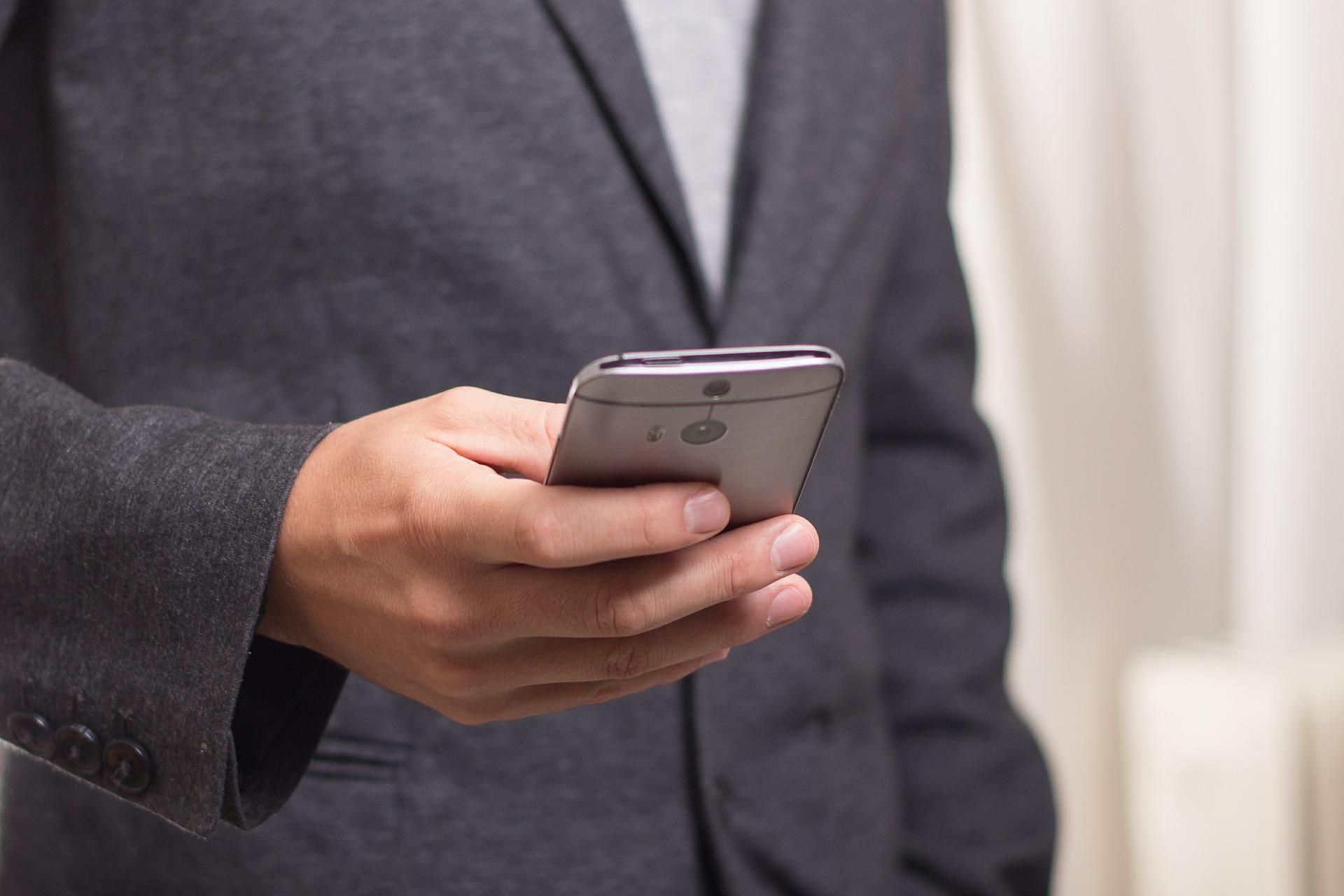 Co zrobić z uszkodzonym smartfonem – Przemysław Duda