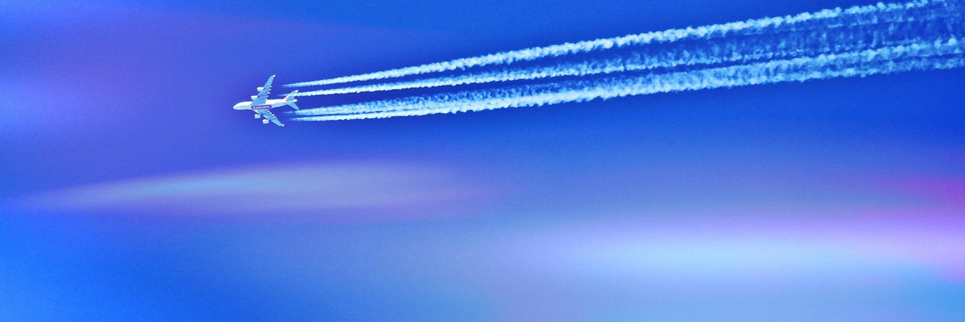Kreski na niebie za samolotem – Grzegorz Brychczyński