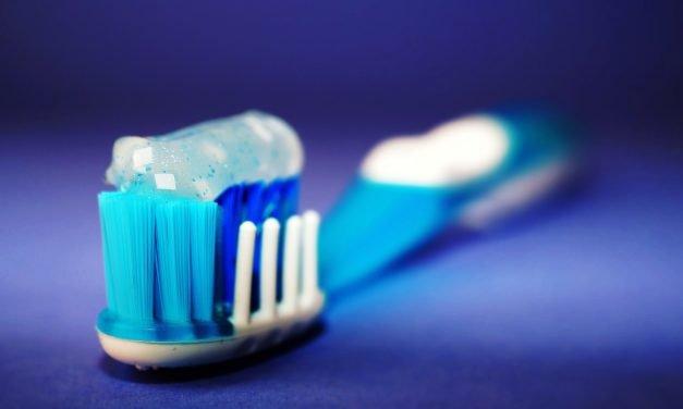 Blaski i cienie wybielania zębów. VIDEO